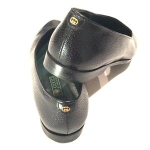 GUCCI vintage rounded toe black leather flats